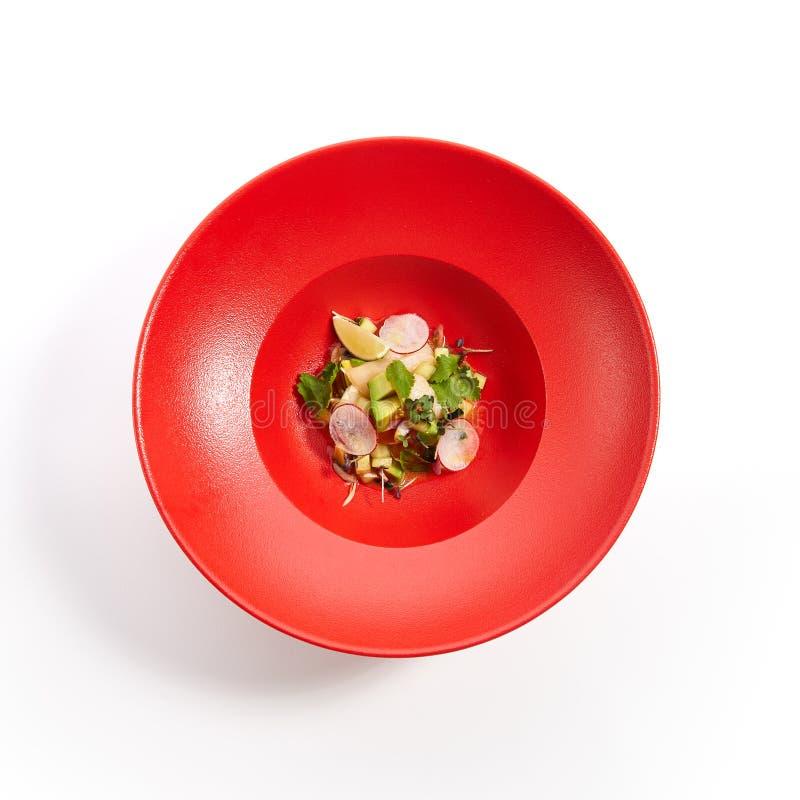 Specialiteiten van pan-Aziatische keuken in rode plaat stock foto