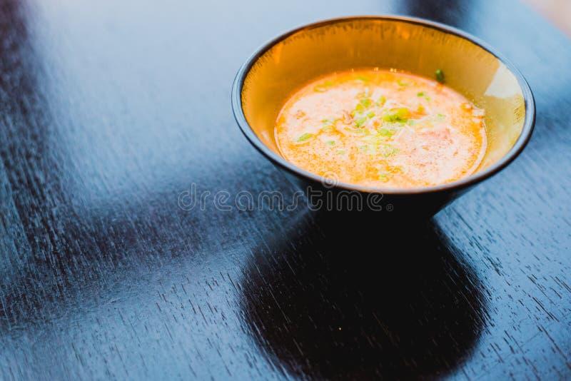 Specialitet för kock som s framläggas i restaurang på den tjänade som tabellen royaltyfria foton