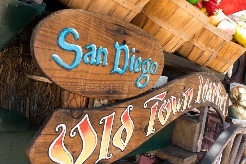 Specialiteten shoppar av den gamla stadmarknaden, San Diego, Kalifornien arkivfoto