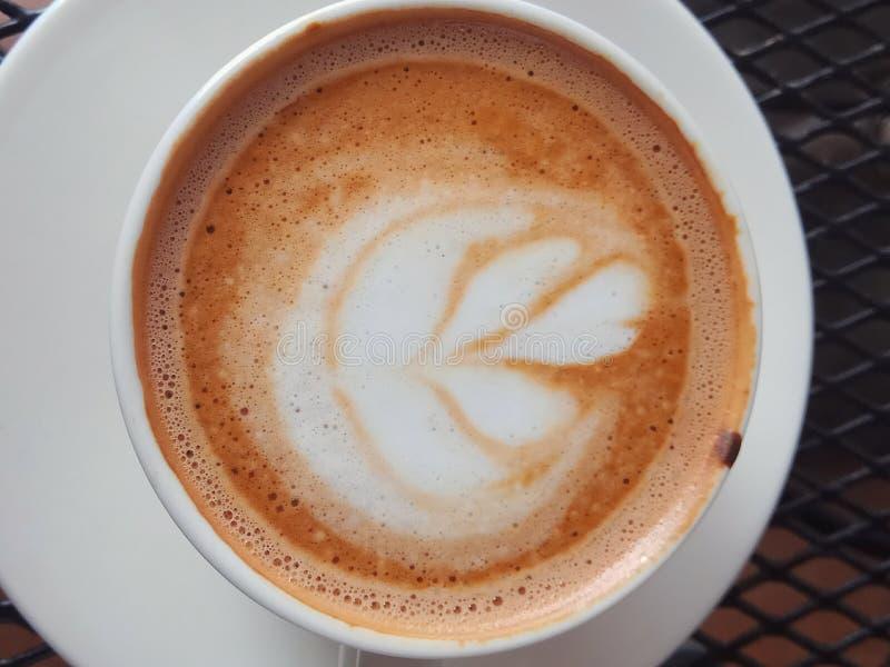 Specialt cappuccinojordgubbekafé Tegal, Indonesien royaltyfria foton
