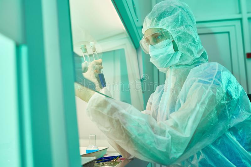 Specialt laboratoriumställe för riskabelt vetenskapligt experiment royaltyfria bilder