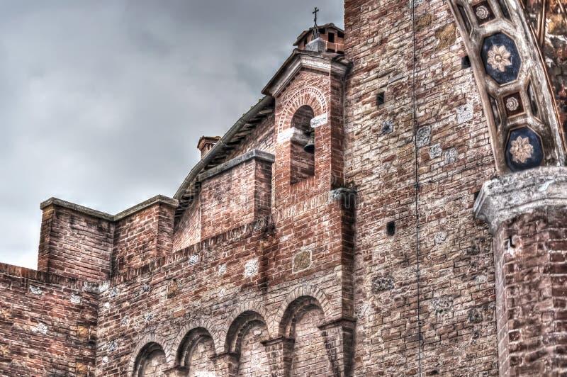 Specificera av en forntida kyrka royaltyfri bild