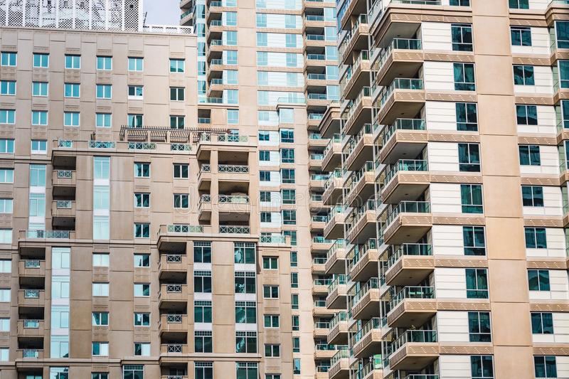 Specificera sikten av moderna buidlings i Dubai, UAE arkivfoton