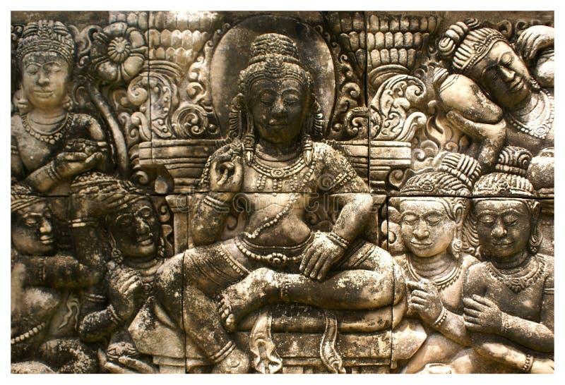 Specificera skulptur för låg lättnad i sten i den Phuket botaniska trädgården av Thailand royaltyfria foton