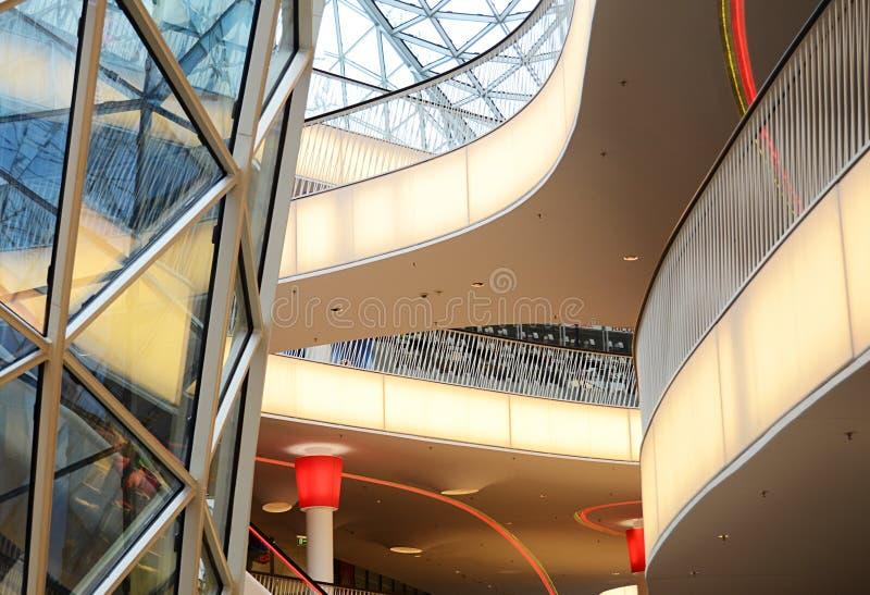 Specificerar av en inre av modern kontorsbyggnad royaltyfria bilder