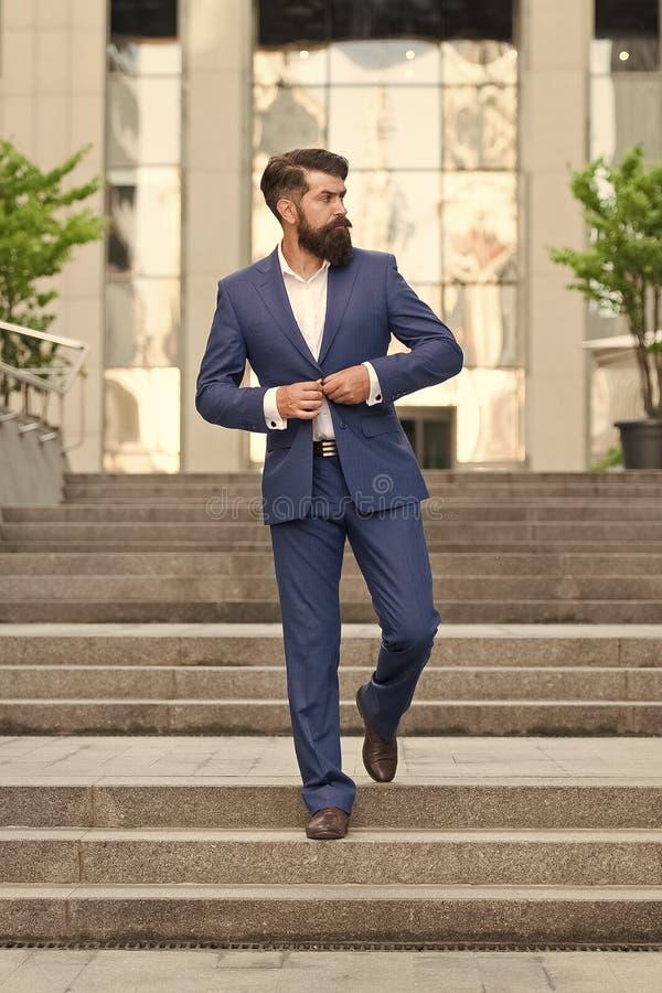 Specjalista ds. biznesu przystojny mężczyzna ceo w modzie nowoczesne życie zmotywowany przedsiębiorca formalna moda męska Klasycz obraz royalty free
