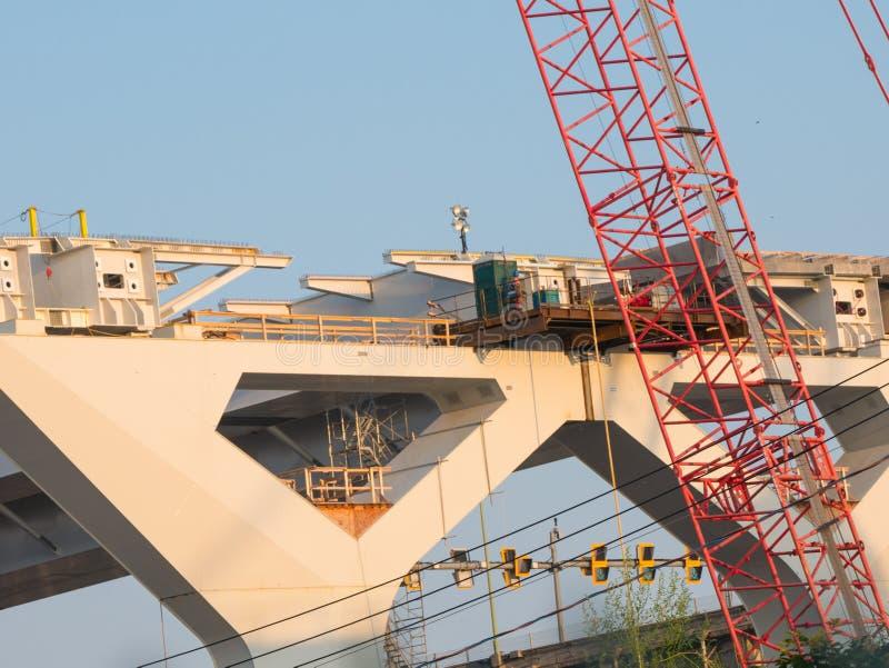 Specjalizuje się bridżową budowę przy złotą godziną, Montreal, Quebec, Kanada obrazy royalty free