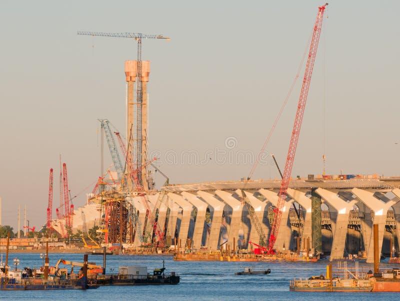 Specjalizuje się bridżową budowę przy złotą godziną, Montreal, Quebec, Kanada zdjęcie royalty free