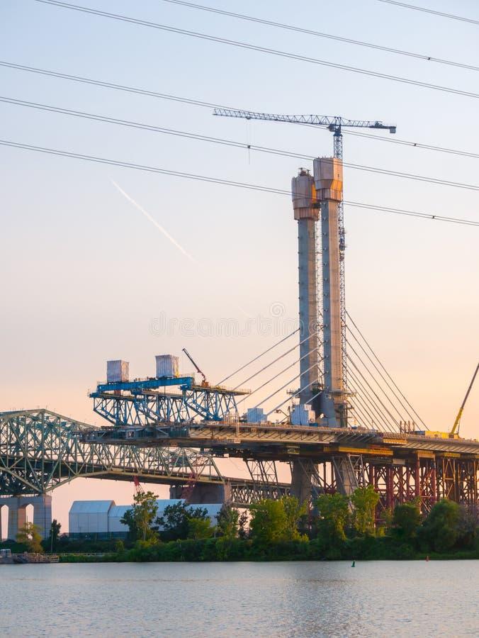 Specjalizuje się bridżową budowę przy złotą godziną, Montreal, Quebec, Kanada obraz stock
