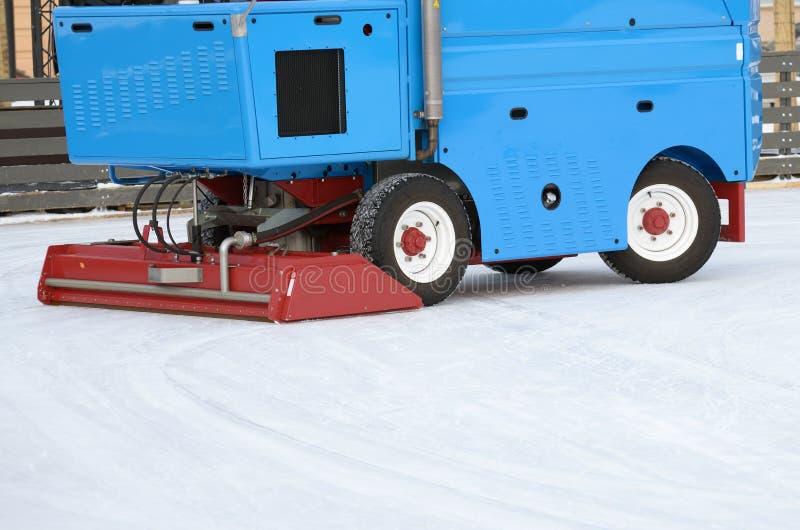 Specjalni pojazdy przy lodowiskiem obraz stock