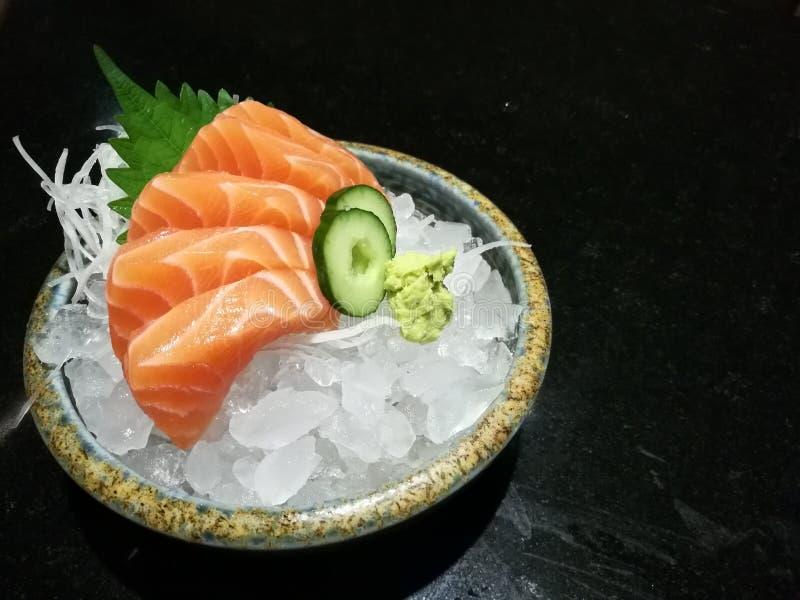 Specjalny Luksusowy łososiowy sashimi ustawiający na lodzie przecina z wasabi i ogórkiem, tradycyjny Japoński jedzenie z przestrz obrazy royalty free