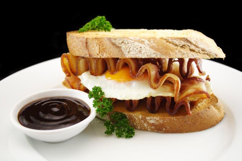 Speck-und Ei-Sandwich lizenzfreie stockfotografie
