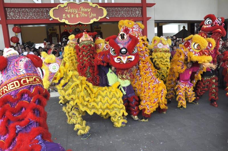 Spectacle de danse du lion lors du Festival du Nouvel An chinois à Seremban, Malaisie photographie stock