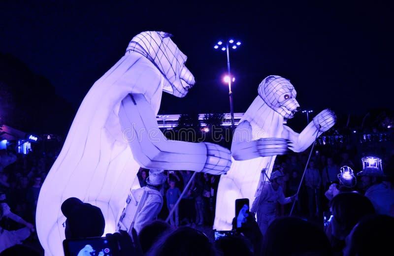 Spectacle de théâtre de ménage de Remue en parc de Gorki à Moscou image stock