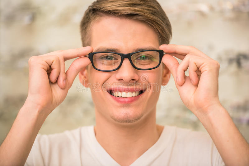 Spectactacles store stock photos