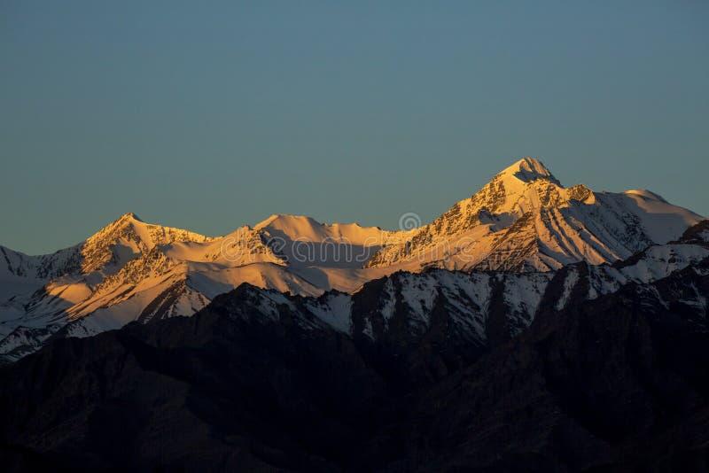 Spectaculair de Waaierachtergrond van Himalayagebergte van het berglandschap, leh-Ladakh, Jammu & Kashmir, Noordelijk India stock afbeelding