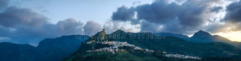 Spectaculair panorama van Zahara DE La Sierra, CÃ ¡ diz royalty-vrije stock foto's