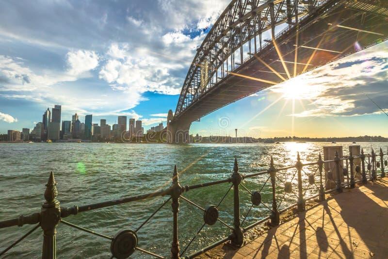 Spectaculair Sydney Skyline bij zonsondergang stock afbeeldingen