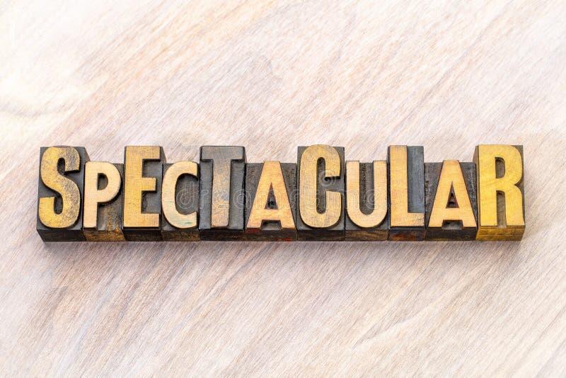 Spectaculair - woordsamenvatting in houten type stock afbeelding