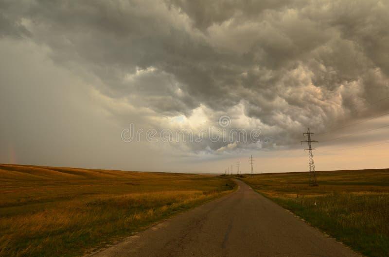 Spectaculaire cloudscape over weg royalty-vrije stock fotografie
