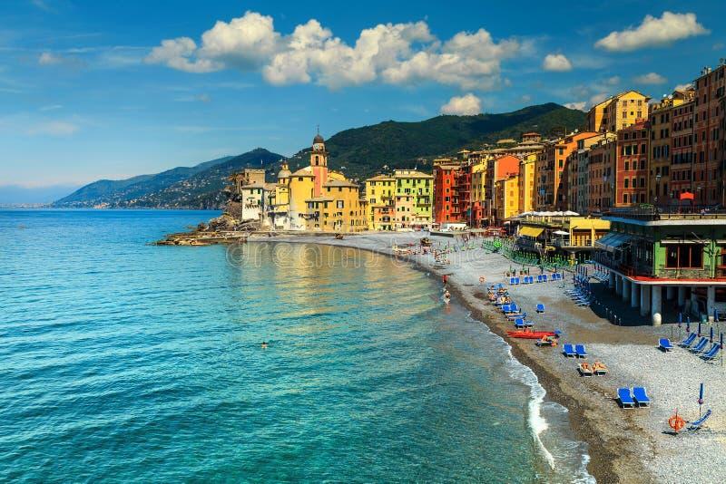 Spectaculaire Mediterrane rivierakust met Camogli-toevlucht, Ligurië, Italië, Europa royalty-vrije stock afbeeldingen