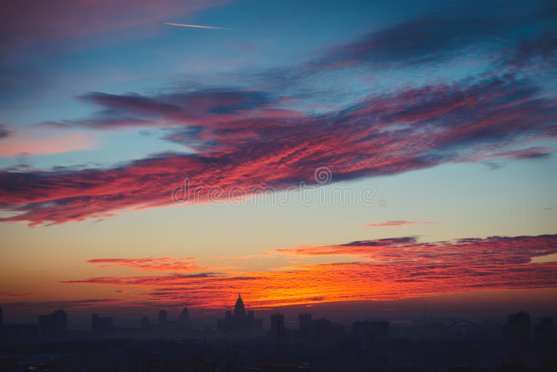 Spectaculaire mening over zonsondergang in Astana-stad, Kazachstan stock foto