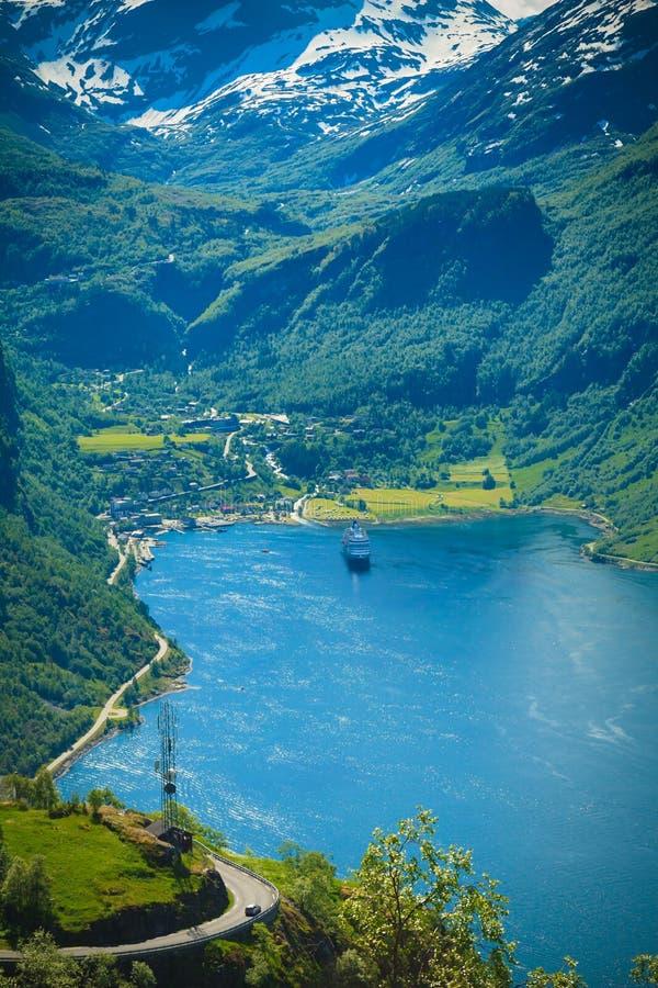 Spectaculaire mening van de Geiranger-Fjord in Noorwegen stock foto's