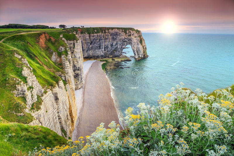 Spectaculaire wonder van de de rotsboog van La Manneporte natuurlijke, Etretat, Normandië, Frankrijk stock afbeeldingen