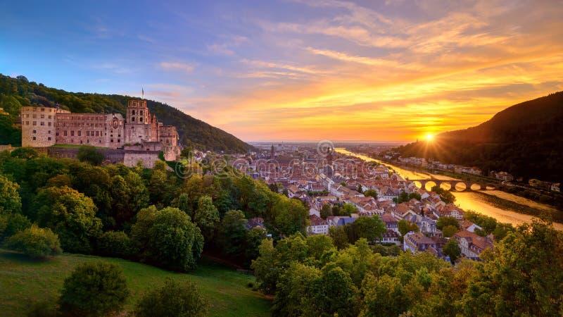 Spectaculaire zonsondergang in Heidelberg, Duitsland stock fotografie