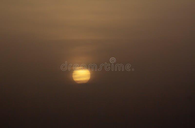 Spectaculaire zonsondergang in het overzees over Tenerife stock fotografie