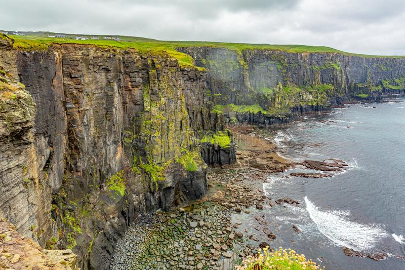 Spectacular view of the rocky cliffs along the coastal walk route from Doolin to the Cliffs of Moher. Geosites and geopark, Wild Atlantic Way, rainy day in stock images