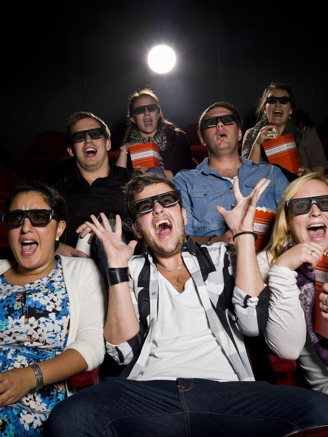 Spectateurs effrayés de film images stock