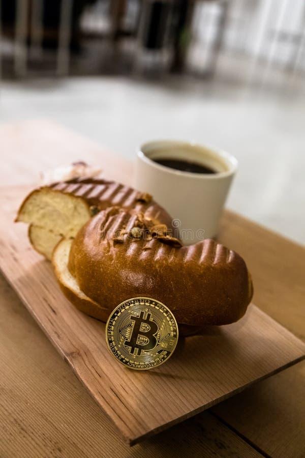 Speculeert de Bitcoin Gecodeerde Uitwisseling van het geld virtuele geld Toekomst stock afbeeldingen