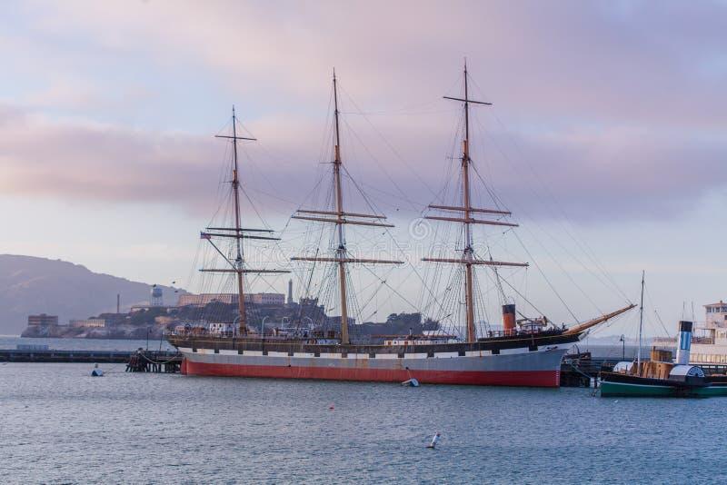 Spedisca nel porto della baia a San Francisco, la California, U.S.A. fotografia stock libera da diritti
