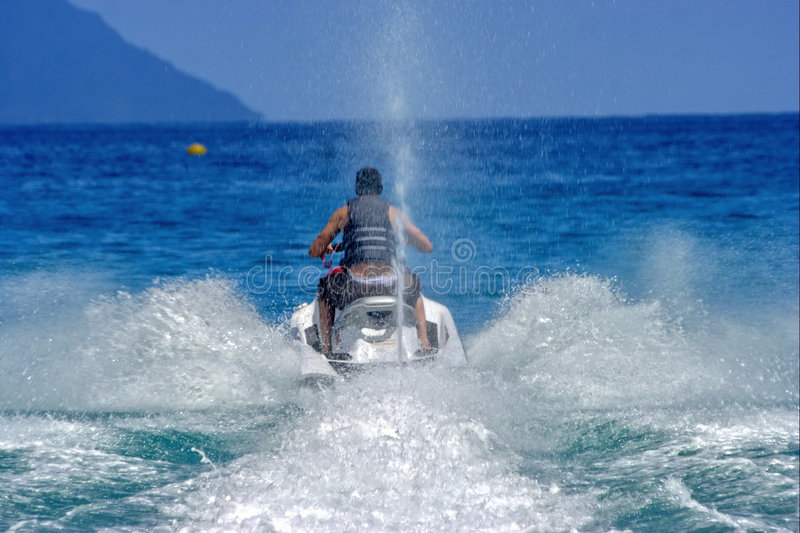 Speedy water-scooter, splashes