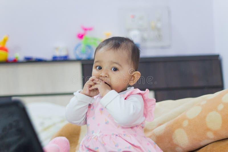 Speel Indisch babymeisje royalty-vrije stock foto