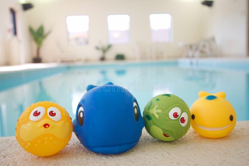 Speelgoed bij pool royalty-vrije stock afbeeldingen