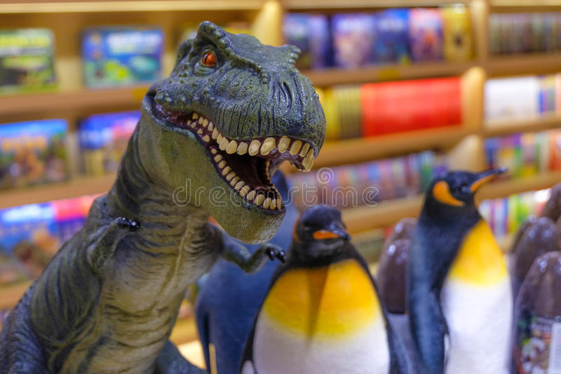 Speelgoed in boekhandel royalty-vrije stock fotografie