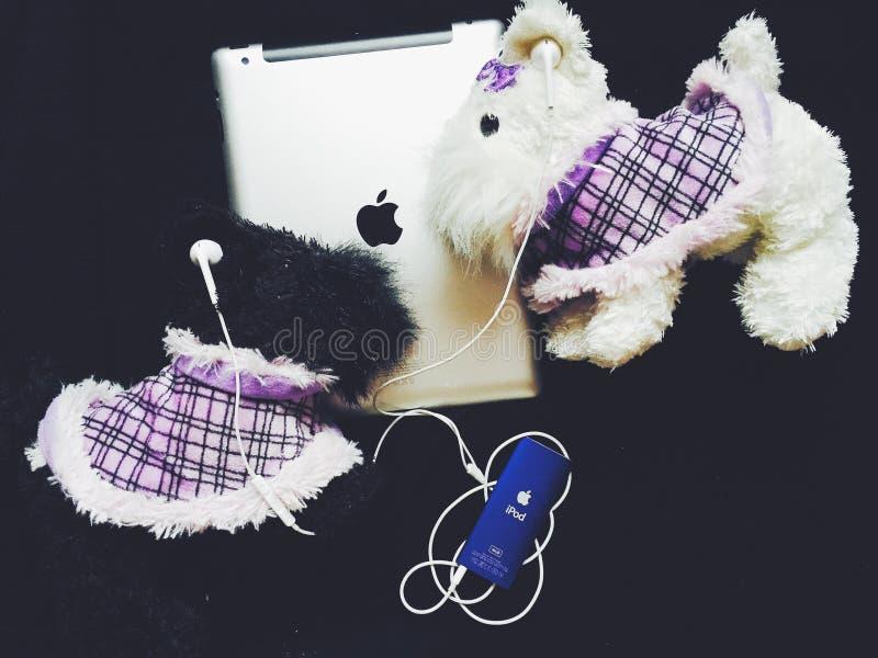 Speelgoed en iPod royalty-vrije stock fotografie