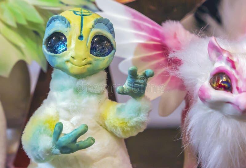 Speelgoed van fantastische wezens met grote expressieve ogen royalty-vrije stock afbeelding