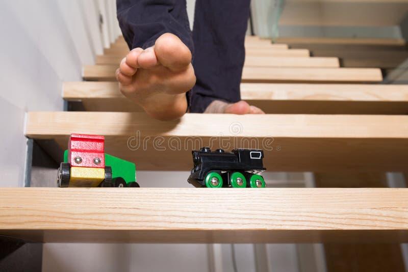 Speelgoed verlaten op stappen royalty-vrije stock foto's