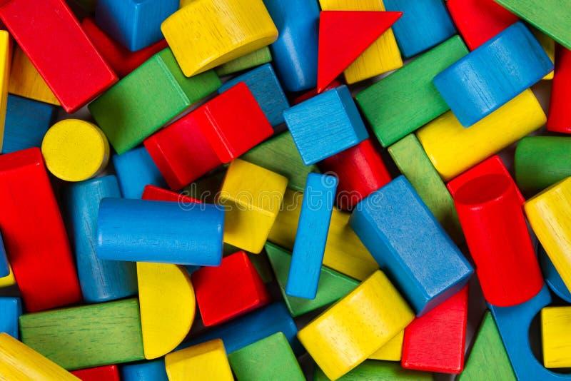 Speelgoedblokken, veelkleurige houten de bouwbakstenen, hoop van kleurrijk royalty-vrije stock fotografie