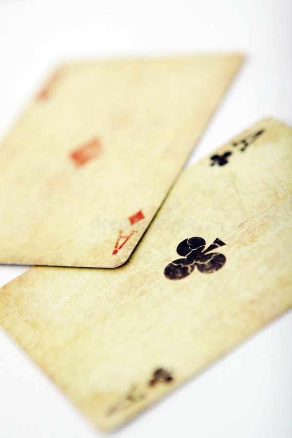 Speelkaarten in de witte lijst stock foto's