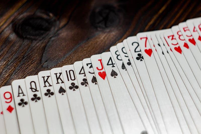 Speelkaarten op de lijst royalty-vrije stock foto's