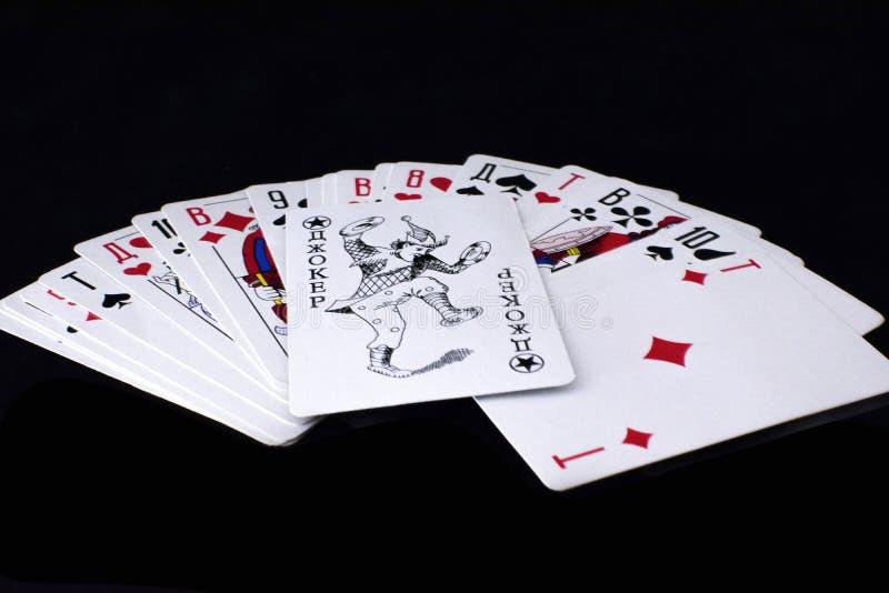 speelkaarten op zwarte achtergrond stock fotografie