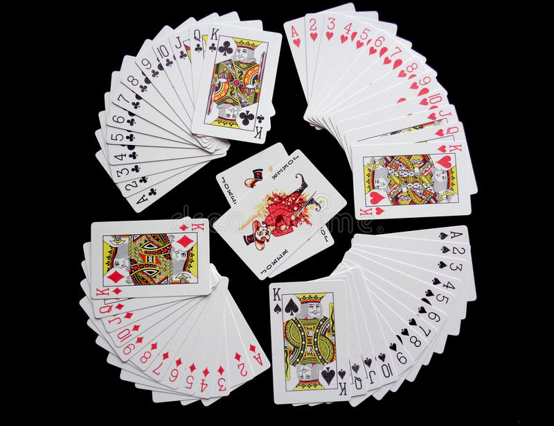 speelkaarten op zwarte achtergrond royalty-vrije stock afbeeldingen