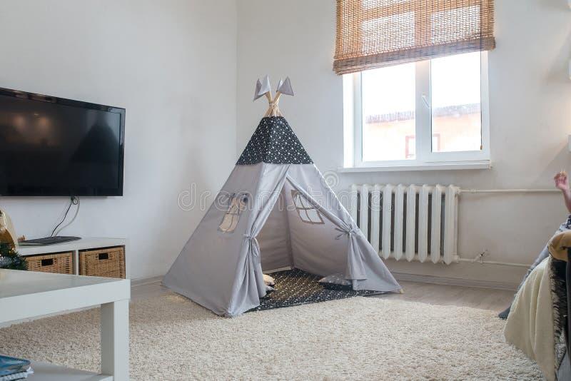 Speelkamer voor jonge geitjes met Tipi royalty-vrije stock foto