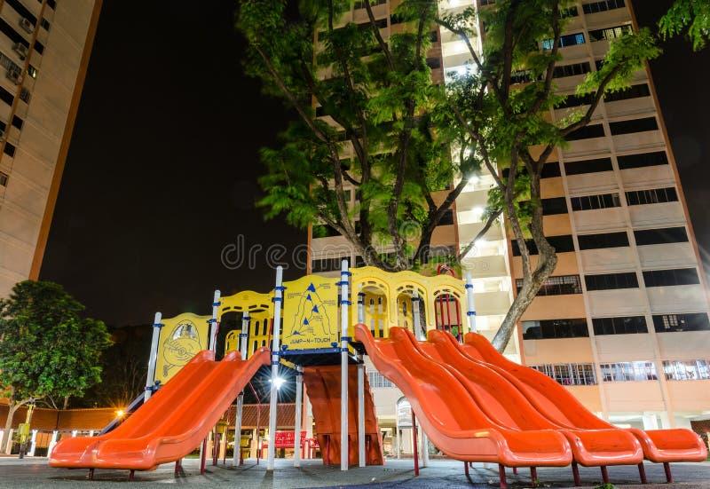Speelplaats bij Nacht binnen Singapore Publi wordt genesteld die royalty-vrije stock foto