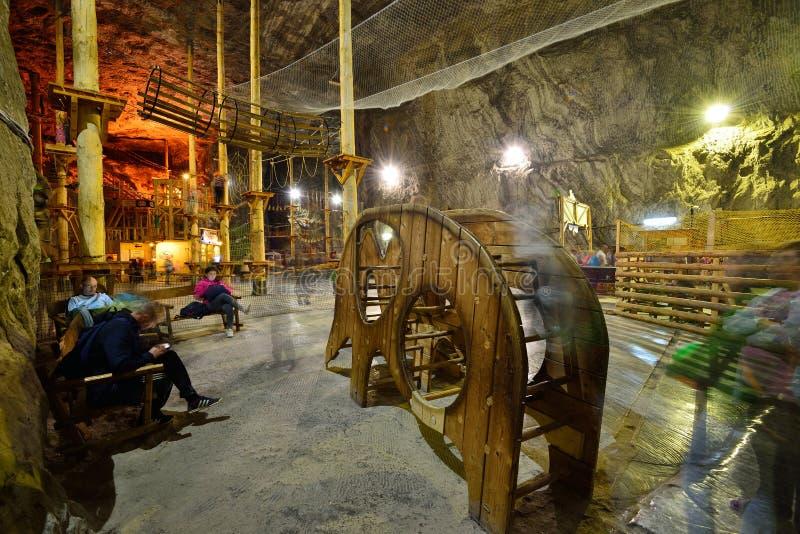 Speelplaats binnen de Praid-zoutmijn van Transsylvanië royalty-vrije stock foto's