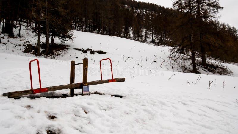 Speelplaats in de sneeuw royalty-vrije stock foto